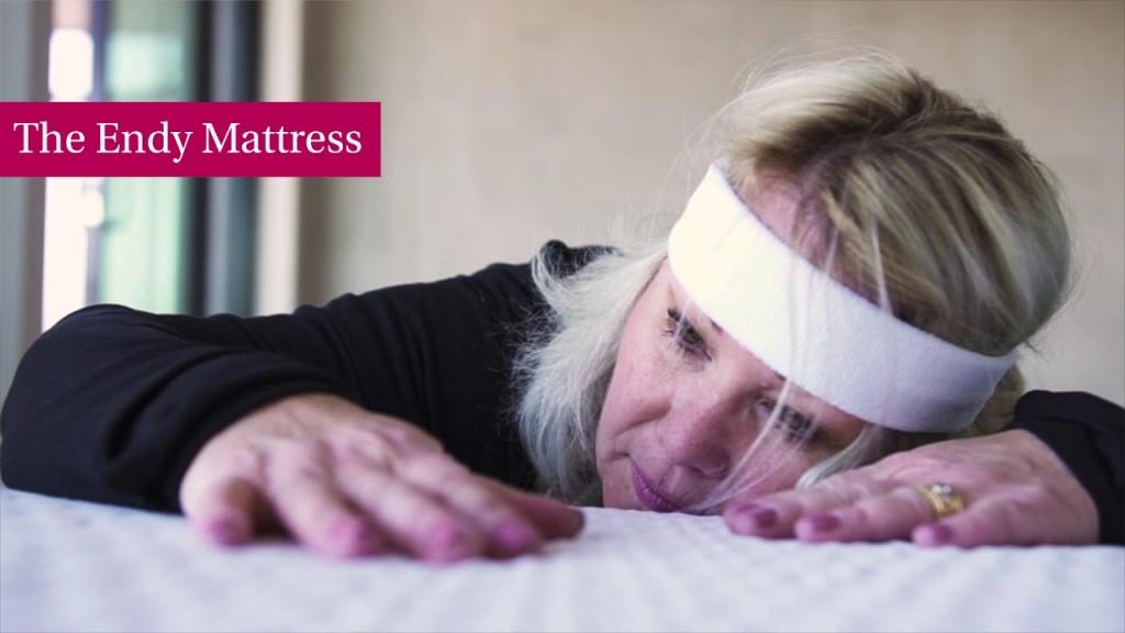 Endy mattress ad Jann Arden laying on mattress
